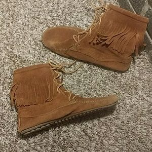 MINNETONKA Moccasin Brown Fringe Ankle Boots Sz 8